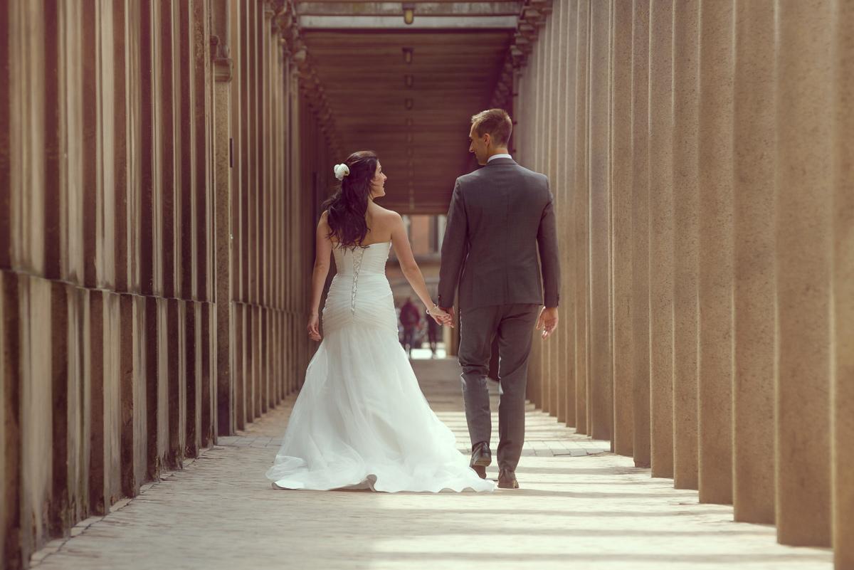 Bryllupsfotografering ved søjlerne ved Nationalmuseet